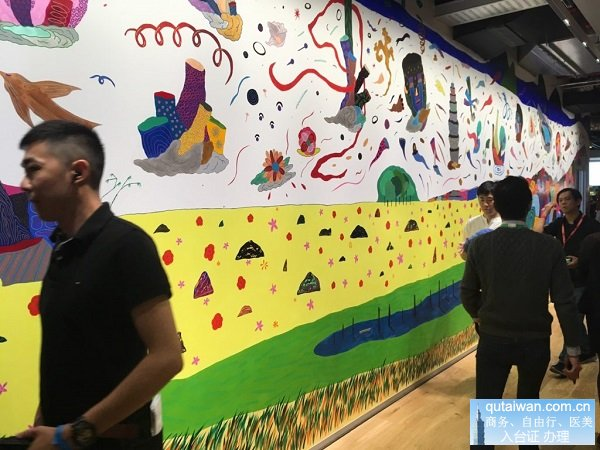 由台湾艺术家卢俊翰绘制的墙面,融合台湾在地景色