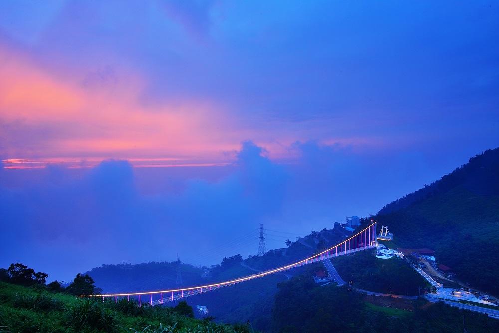 桥上看晚霞