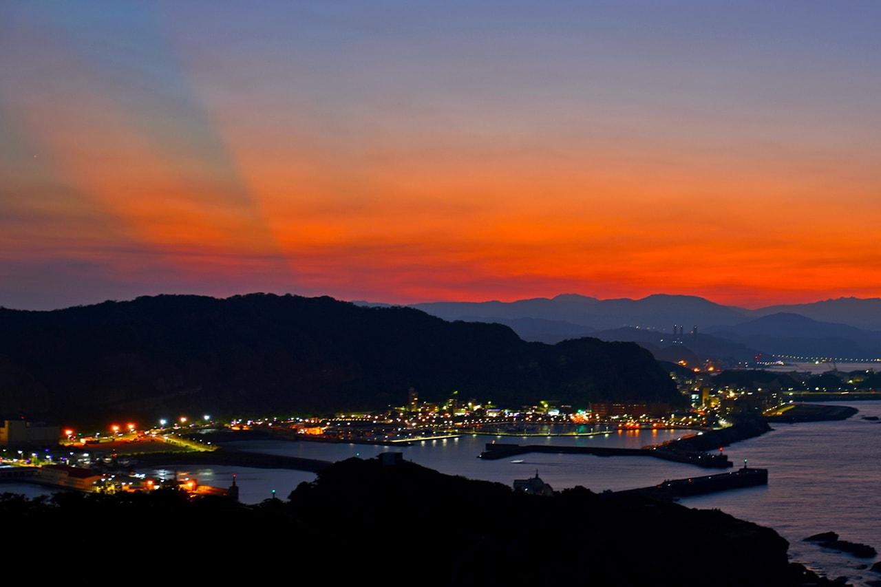 夕阳下美丽港口