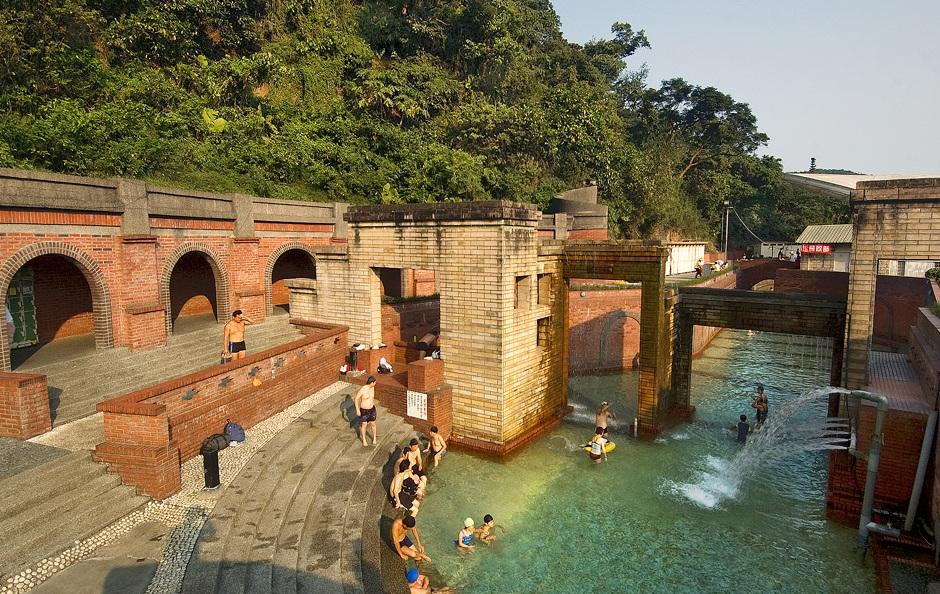 水质清澈透明的苏澳冷泉