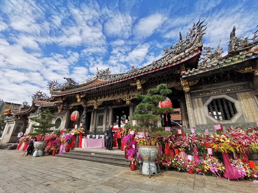 龙山寺外观